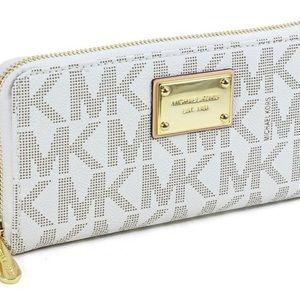 Michael Kors Jet Set Zip Around Vanilla Wallet